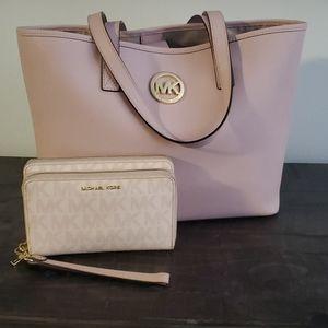 Michael kors pink handbag